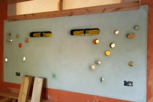 interno tadelakt cucina e bottiglie reciclate