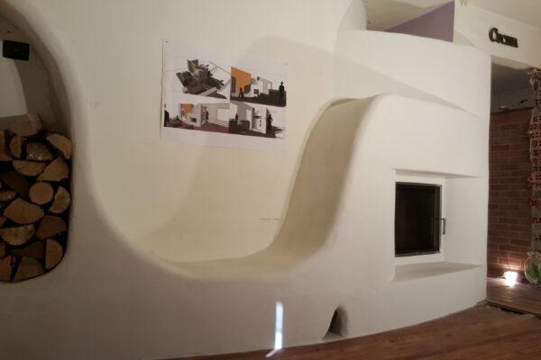 panca riscaldata del soggiorno e legnaia