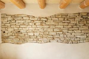 muro in sasso a vista  ed intonaco  canapa + calce alla fattoria dell'autosufficienza