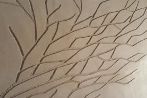 dettaglio albero  in terra cruda della fattoria dell'autosufficienza