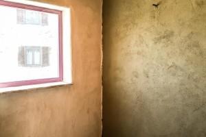 muro di calce e canapa e di terra cruda  in costruzione a  Ca'Nora