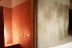 tadelakt-bagni-canora-dettaglio-parete-scaldata-stufa