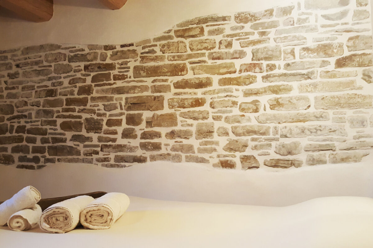 muro a calce e canapa e letto