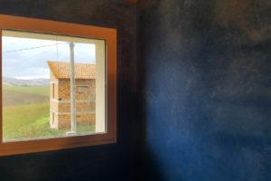 parete-in-cocciopesto-blue-cobalto